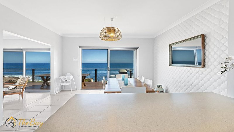 Absolute Ocean Front! Listen to the waves and watch the whales go by, vacation rental in Anna Bay