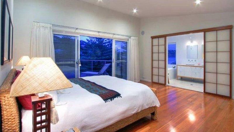 Bangalla ocean views & private beach access, casa vacanza a Kincumber