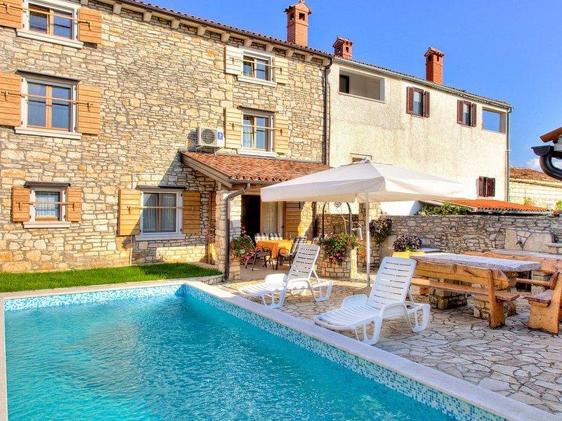 Istrisches Steinhaus mit Pool in ruhiger Lage in der Nähe von Pula, location de vacances à Cabrunici