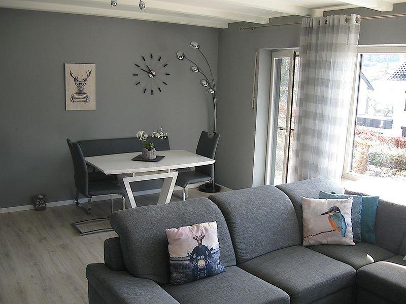 NEW! (Starting December 23) Luxury modern apartment with beautiful views!, location de vacances à Korbach