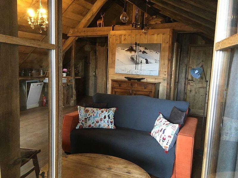 Appartement-cabane avec terrasse en pleine nature, casa vacanza a Montcel