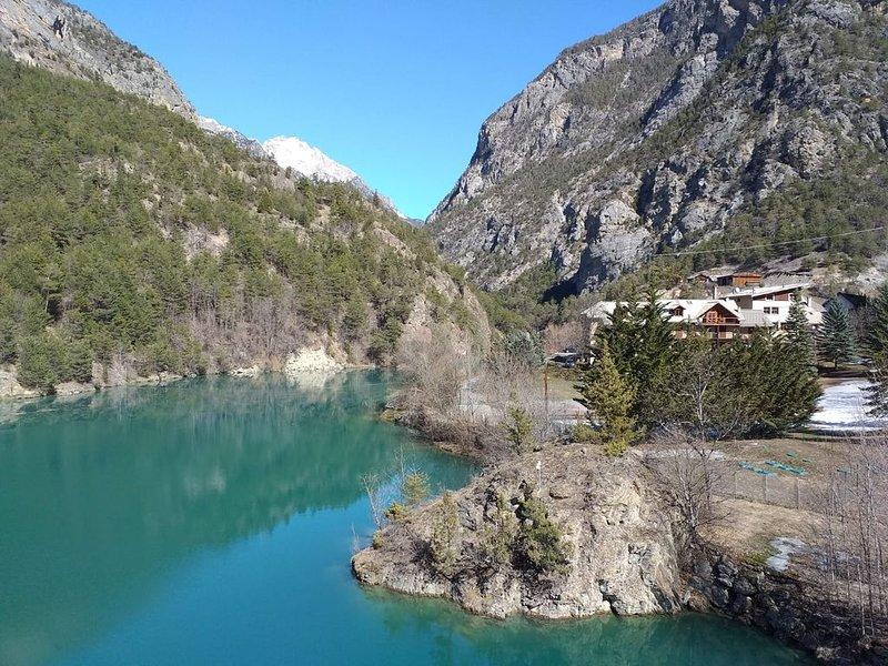 Appartement magnifique vue sur lac et montagne, à proximité des pistes, aluguéis de temporada em Guillestre