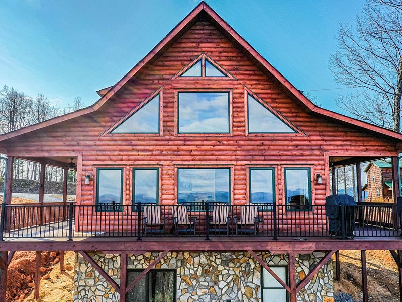 FREE Bottle of Wine with each booking!  New Log home, Million Dollar Views!, vacation rental in Moravian Falls
