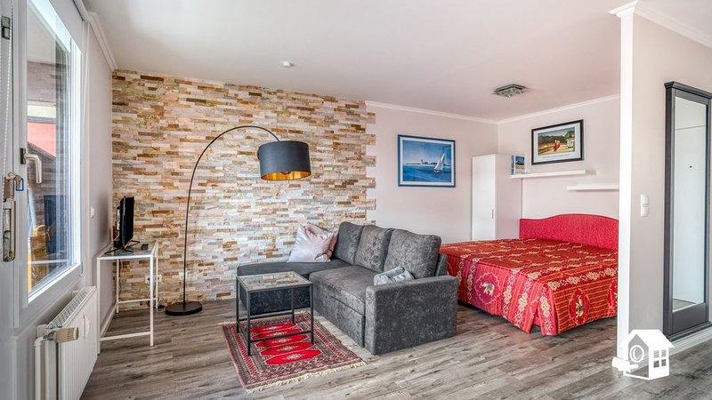 Frisch renoviertes Apartment mit Lift + großem Balkon + 2 kostenlosen Fahrrädern, casa vacanza a Travemuende