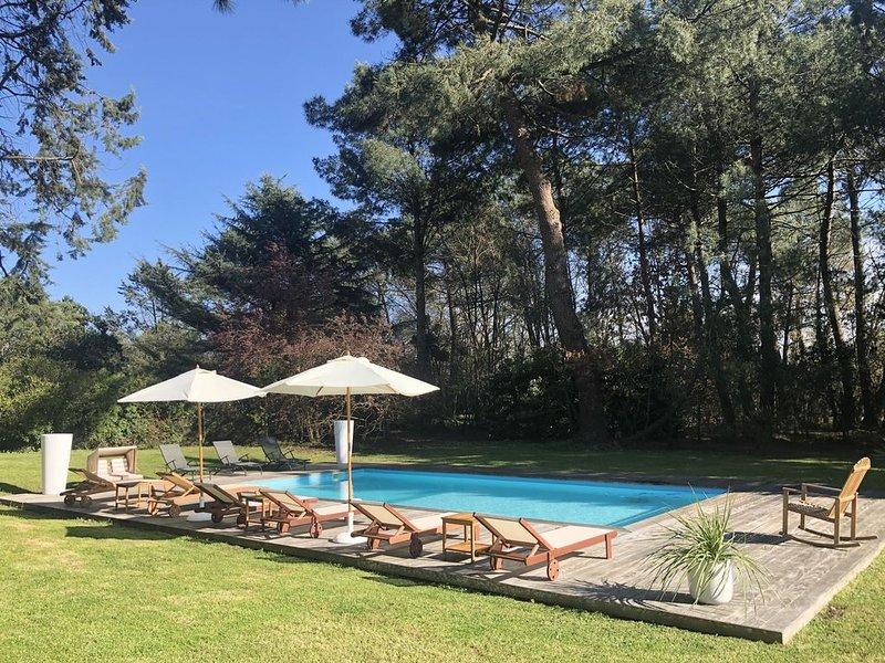 Villa avec piscine au cœur des pins, Ferienwohnung in Villenave D'ornon