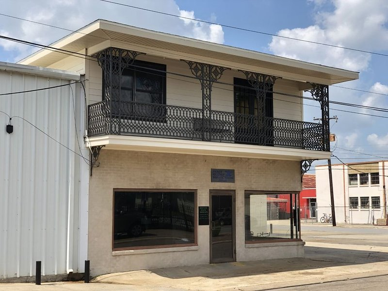 New Orleans Style upstairs apartment, holiday rental in Breaux Bridge