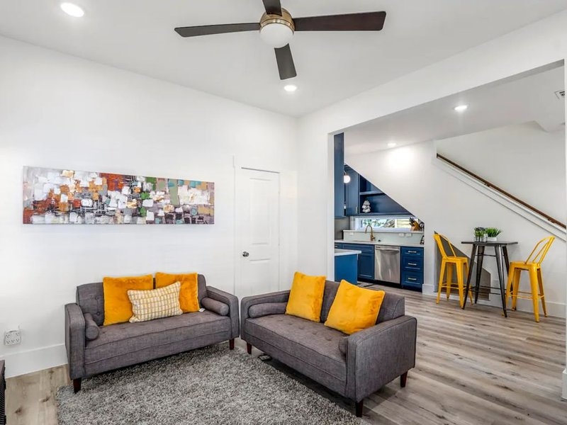 Clutch City Super-Luxe at East Downtown, holiday rental in Pasadena