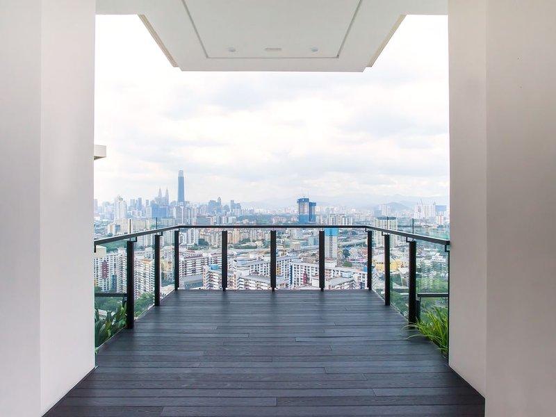 Kuala Lumpur KLCC | Stylish & Comfy | 5★ Location, Netflix, Pool + Gym 02, holiday rental in Ampang