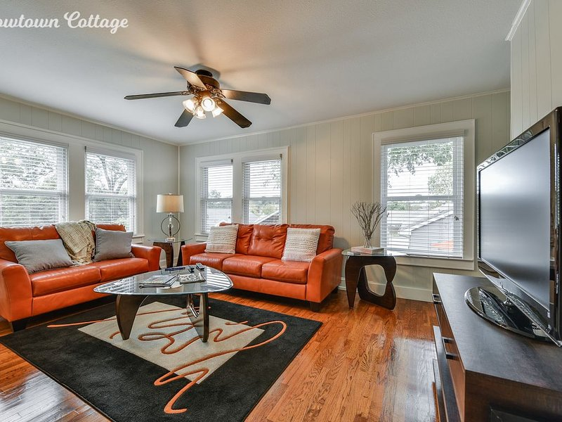 Treetop Getaway in Historic Neighborhood, top rated for cleanliness and location, vacation rental in Fort Worth