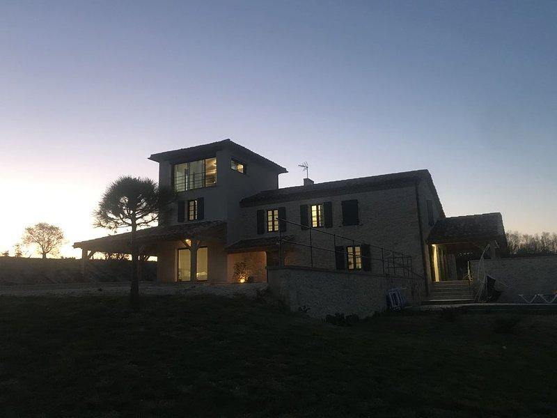 Maison de charme au cœur de la campagne gersoise, aluguéis de temporada em Vic-Fezensac