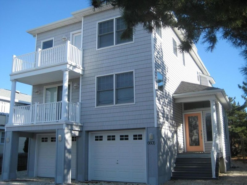 Gorgeous LBI Single-Family Oceanside - 6th from Beach w/Water and Sunset Views!, vacation rental in Harvey Cedars
