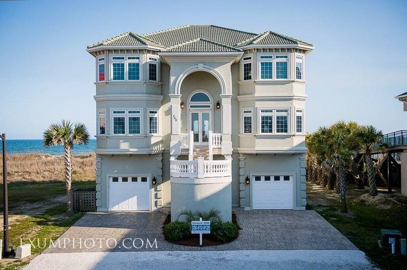 Oceanfront, 6 Bedrooms, Pool, Wedding Friendly, vacation rental in Ocean Isle Beach