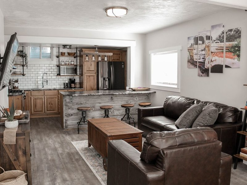 Industrial Luxury apartment - Newly remodeled and Sparkling clean!, location de vacances à Mapleton