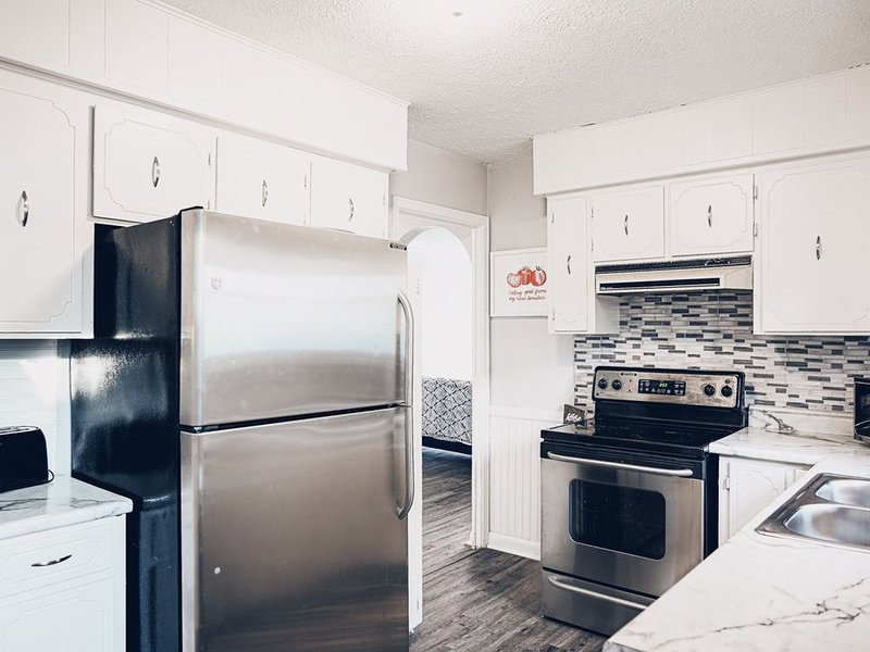 Remodeled Home in Aksarben. Near UNO and UNMC., holiday rental in Glenwood