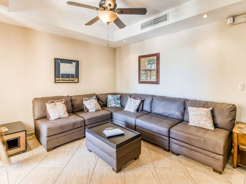 Wonderful beachfront condo w/ shared pool, modern kitchen, upscale interior, vacation rental in Jaco