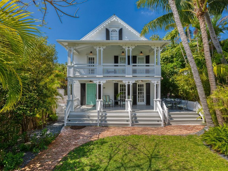 'SOUTHERNMOST BELLE'~ Heated Pool, Gourmet Kitchen & Elegant Large Bedrooms!, vacation rental in Key West
