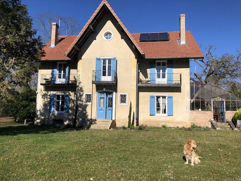 Le Baccara lodge Maison 1900, parc de + d'1 he, piscine petit déjeuners compris,, holiday rental in Garein