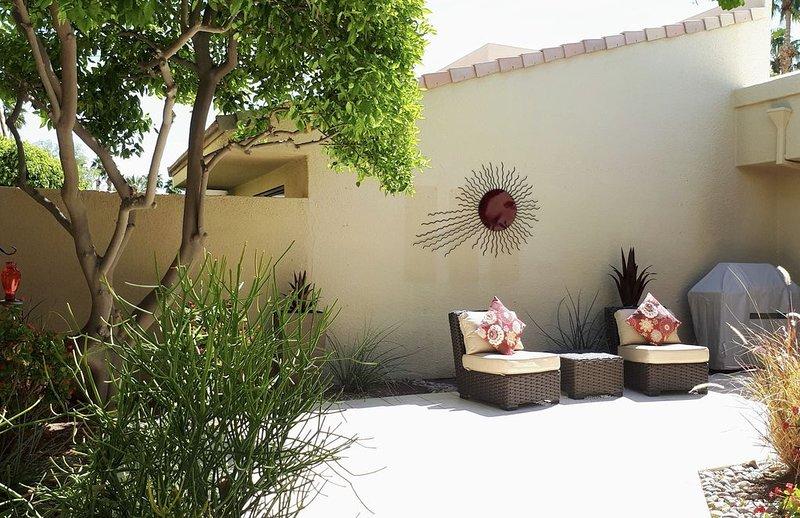 Southern double-fairway views with updated interior., alquiler de vacaciones en Palm Desert