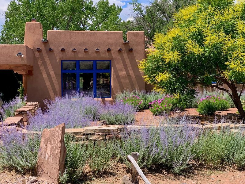 Spectacular Ranch Overlooking the Chama River at the Heart of Abiquiu, location de vacances à Abiquiu