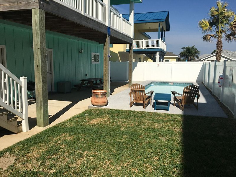 Coastal Serenity awaits you in the heart of Port Aransas. Private swimming pool!, vacation rental in Port Aransas