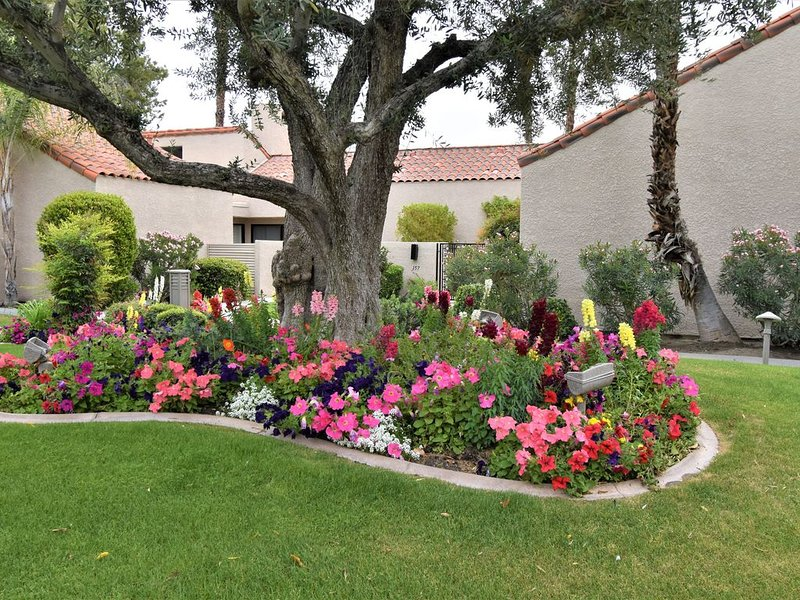 Beautiful 1640 sf remodeled Tennis Villa, 2 masters+ 3rd br on 17th green, holiday rental in Rancho Mirage