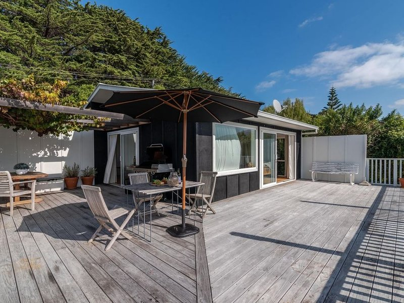 The Bay - Akaroa Holiday Home, holiday rental in Little River