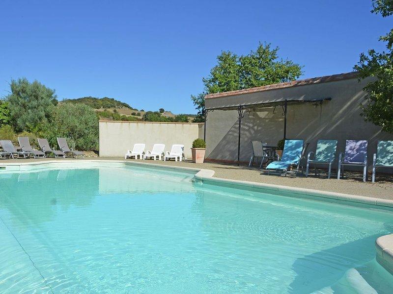 Posh Villa in Villarzel du Razes with Heated Pool & Garden, holiday rental in Saint Martin de Villereglan