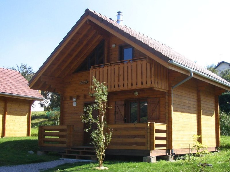 Wooden Chalet close to lake, location de vacances à La Forge