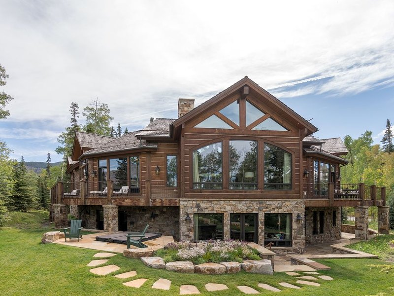 THE PINNACLE - Game Room, Hot Tub and Theater, Perfect Ski Get-a-way, casa vacanza a Placerville