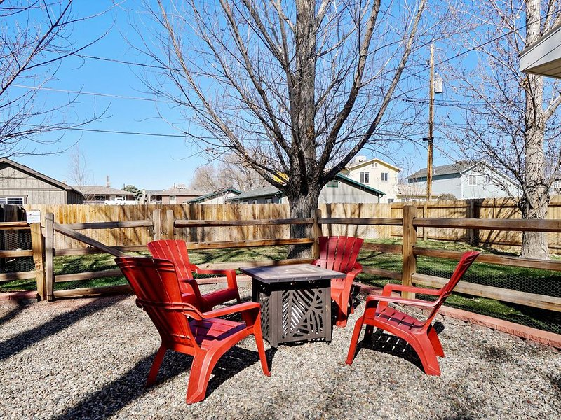 ♡Peach III: Downtown Luxury Home with Patio & Garage, Free Wifi & Pets Welcome, holiday rental in Fruita