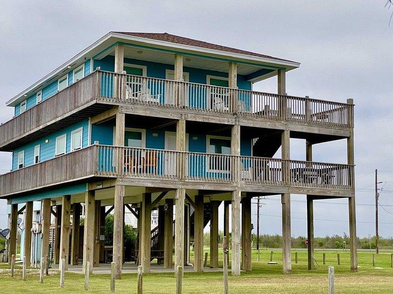 Abby Sands Castle - 2ND ROW - Great views, easy access to quiet beach, WIFI!, location de vacances à Crystal Beach