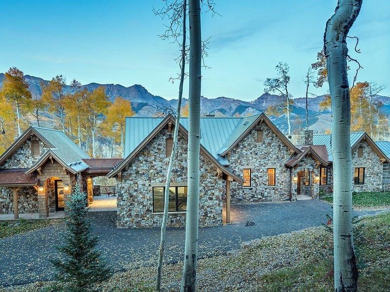 PETRA DOMUS - NEW Luxury Home, Mountain Village Golf Course, Hot Tub, location de vacances à Mountain Village