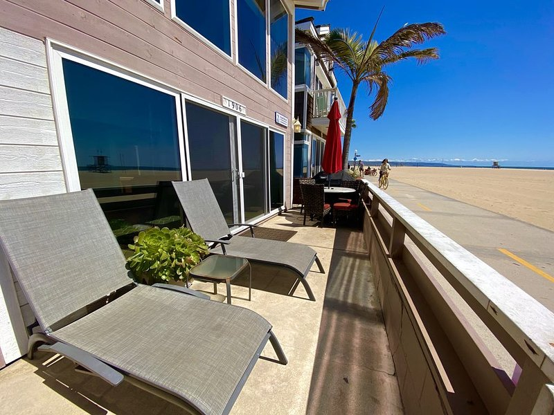 'Ocean Retreat' Lovely Oceanfront Year Round Vacation Rental w/ AC, vacation rental in Newport Beach