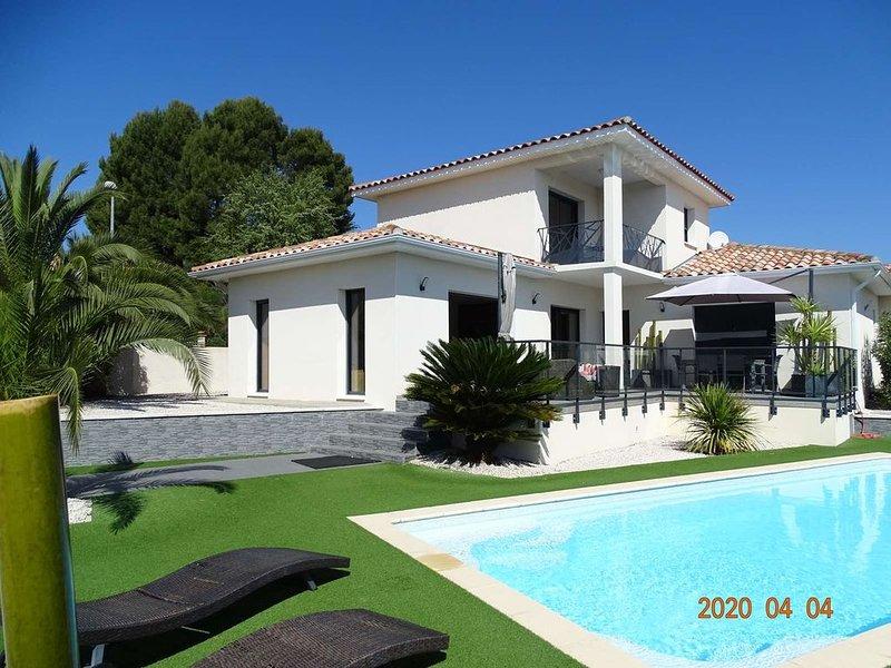 PEZENAS, Très Belle Villa  piscine privée, 300m des commerces, aluguéis de temporada em Nezignan-l'Eveque
