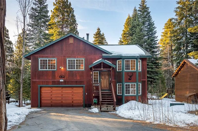 Updated Family Home in Quiet Kingswood Estates! Property #102 – semesterbostad i Tahoe Vista