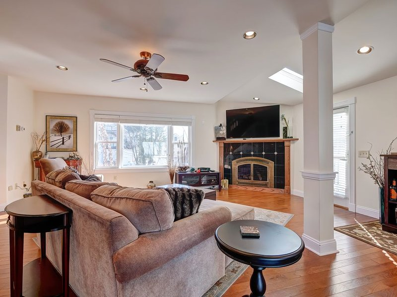 Hidden gem of a house! Walk to Acadia National Park & all downtown Bar Harbor!, holiday rental in Otter Creek