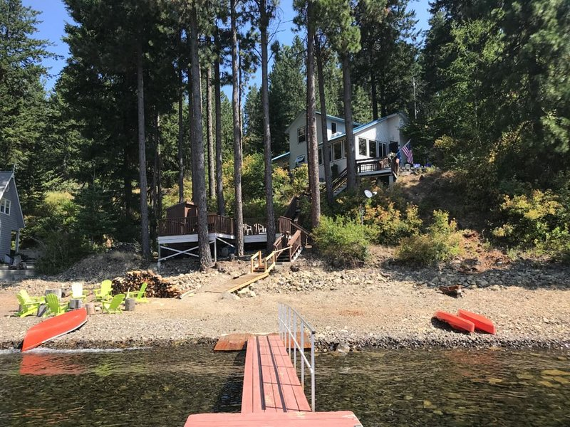 Beautiful Coeur d' Alene Lake Waterfront at Driftwood Bay, holiday rental in Worley