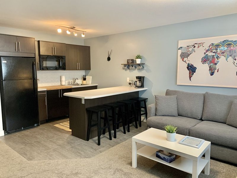 ✨Cozy & Quiet 2 Bedroom Garden Suite - sleeps up to 6 ✨, alquiler de vacaciones en Kelowna