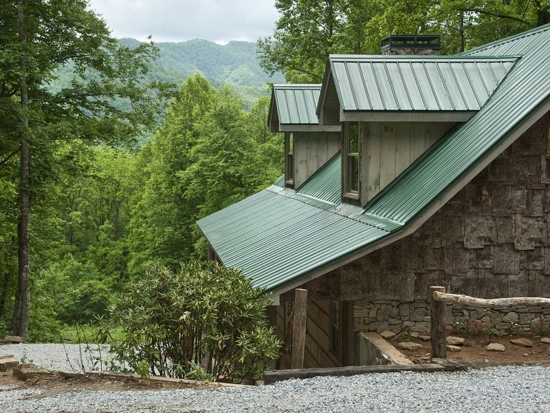 Come Enjoy the Great Outdoors at Poplar Lodge! Just 15 minutes from GSMNP!, vacation rental in Bryson City