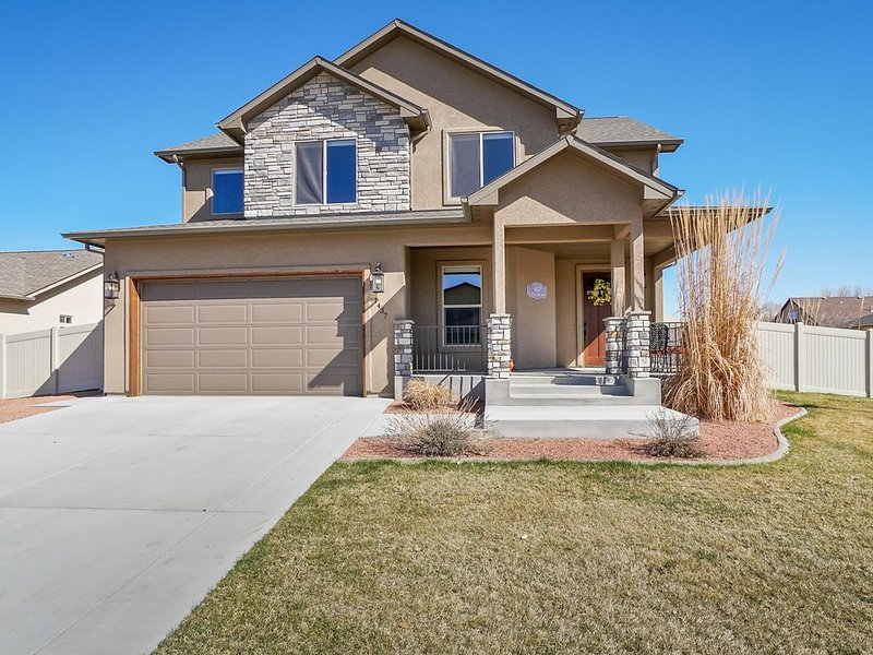 ♡Hawk IV:  Stunning Luxury Home with gourmet kitchen, Free Wifi & Pets Welcome, holiday rental in Fruita
