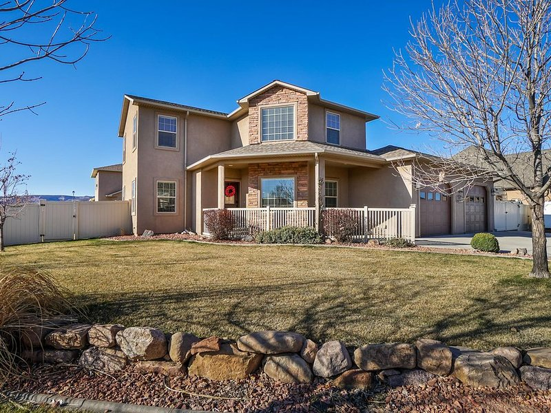 ♡Juniper III: Roomy Get-Away Home with covered patio, Free Wifi & Pets Welcome, holiday rental in Fruita