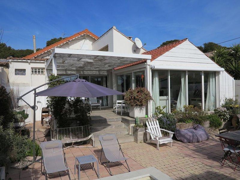 Maison avec jardin et piscine à 200M de la plage, location de vacances à Port-de-Bouc