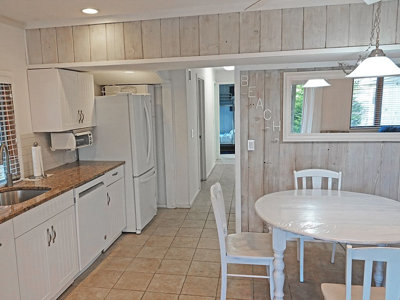 Walk to ocean beach or use the private beach tag & key and drive there!, vacation rental in Montauk