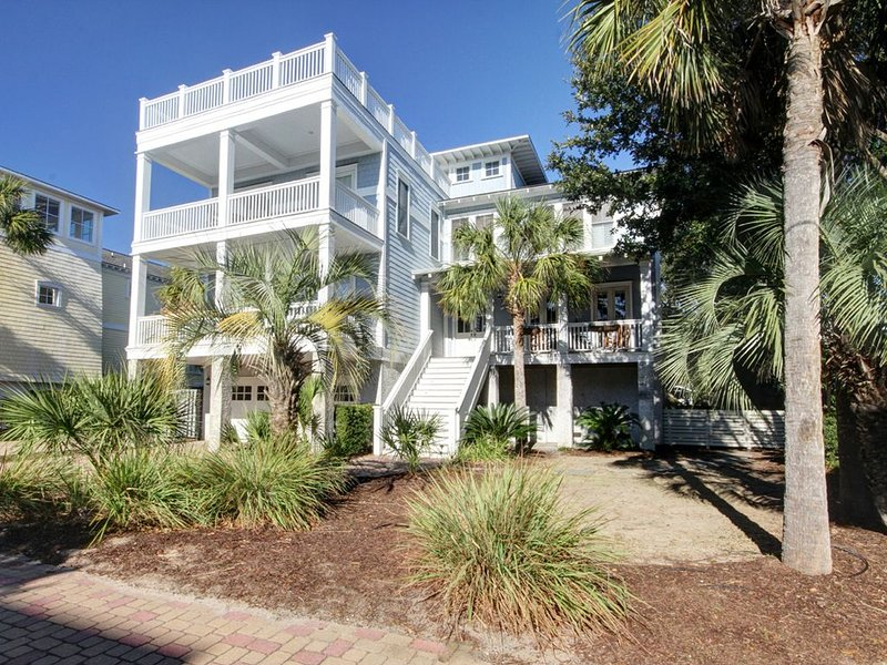 Luxury & Comfort Abound in this Beautiful Beach Home w/Private Pool, Game Room,, holiday rental in Isle of Palms