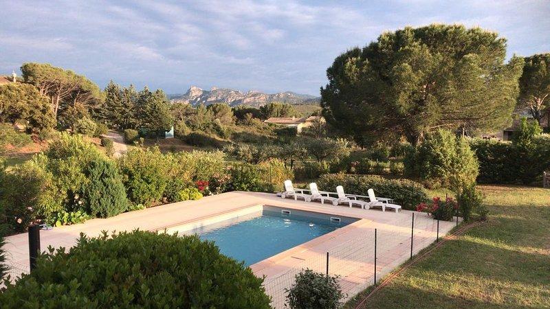 Très belle villa - piscine privée - terrain de 3360 m² - proche des plages, holiday rental in La Motte