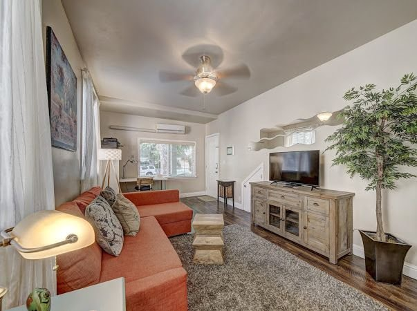 Marvelous Midtown stay with a Modern Twist! - One Bedroom Apartment, Sleeps 4, holiday rental in Broderick