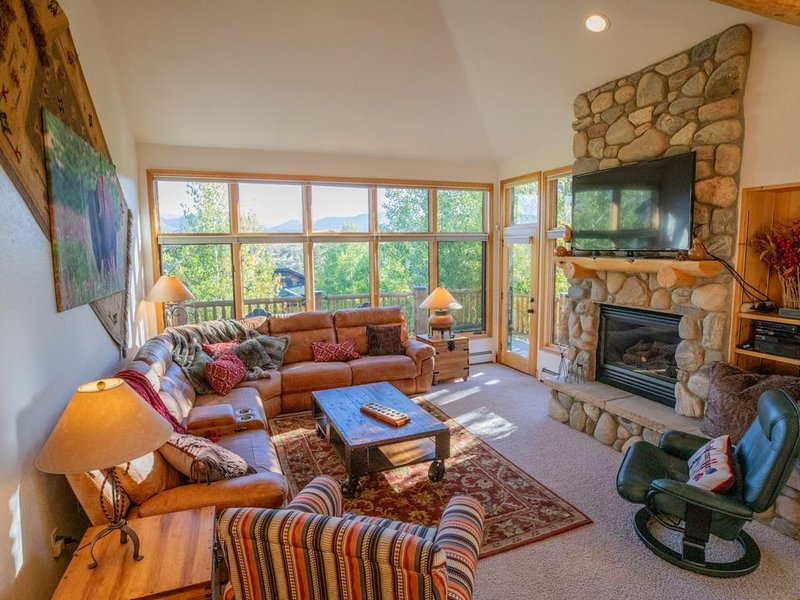 Spectacular, Luxury Mountain Retreat. Great for 2 families with 2 Master Suites!, location de vacances à Fraser