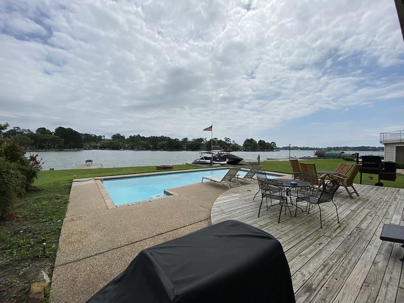 WALDEN WATERFRONT W/POOL•MARGARITAVILLE  •GREAT FISHING ON  THE DOCK•GOLF, holiday rental in Montgomery
