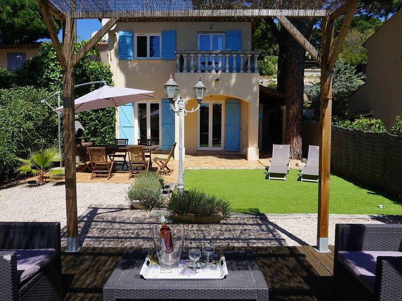 Sainte-Maxime, villa provençale, plage à pied, piscine, proche commerces, holiday rental in Sainte-Maxime