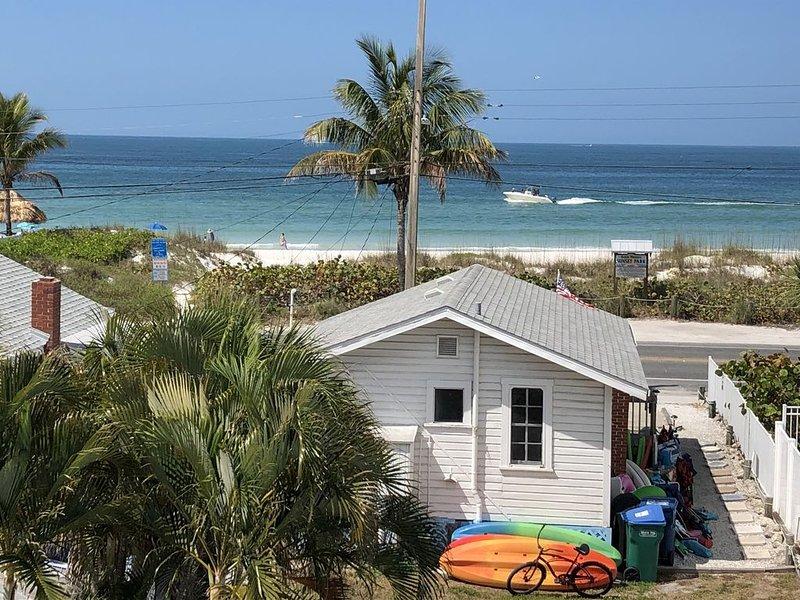 Gulf View Retreat, Beach Views, Pool, Firepit, 2 Kayaks, PaddleBoard, 3BR/2Ba, vacation rental in Anna Maria Island